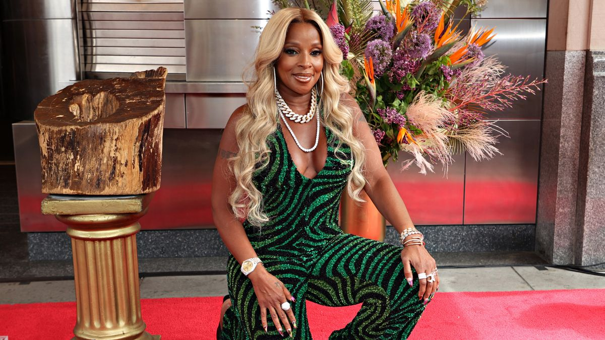 Mary J. Blige Inducted Into Apollo Theater Walk Of Fame
